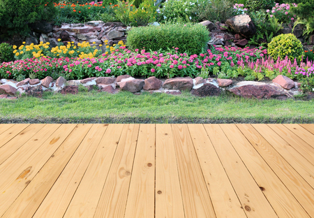 Photo pour Garden landscape with wood floor - image libre de droit