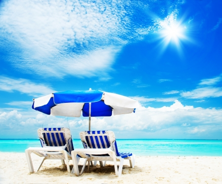 Photo pour Vacation and Tourism concept  Sunbed on the beach - image libre de droit