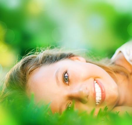 Foto de Spring Girl in Green Grass  - Imagen libre de derechos