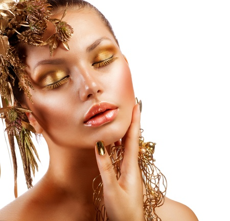 Photo pour Golden Luxury Makeup  Fashion Girl Portrait - image libre de droit