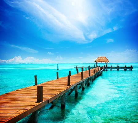 Photo pour Vacation in Tropic Paradise  Jetty on Isla Mujeres, Mexico  - image libre de droit