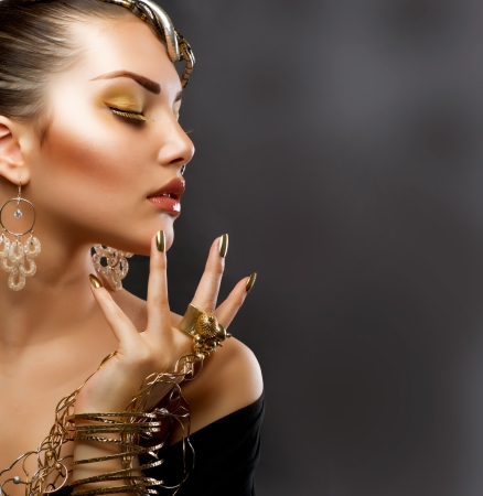 Foto für Fashion Girl Portrait  Golden Makeup - Lizenzfreies Bild