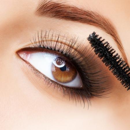 Makeup  Make-up  Applying Mascara  Long Eyelashes