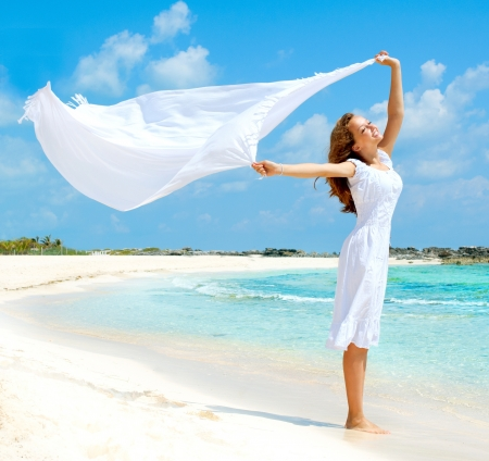 Photo pour Beautiful Girl With White Scarf on The Beach  - image libre de droit