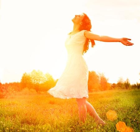 Photo pour Enjoyment  Free Happy Woman Enjoying Nature  Girl Outdoor  - image libre de droit