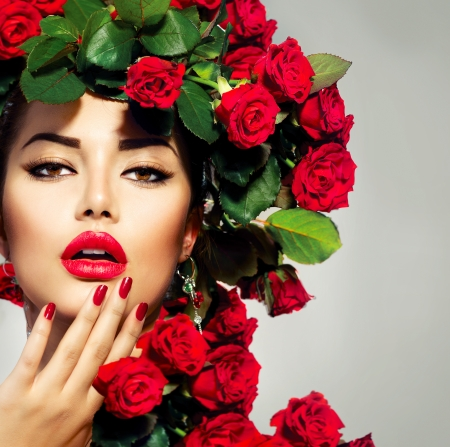Photo pour Beauty Fashion Model Girl Portrait with Red Roses Hairstyle  - image libre de droit