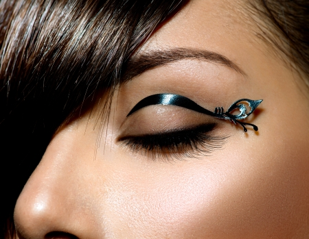 Photo pour Fashion Make up  Stylish Female Eye With Black Liner makeup  - image libre de droit