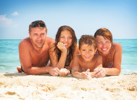 Photo pour Happy Family Having Fun at the Beach  Summer Holidays - image libre de droit