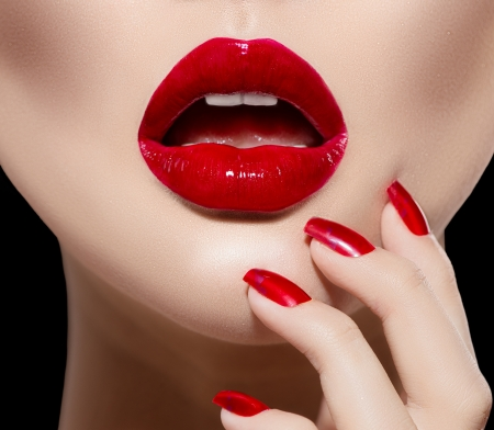 Photo pour Red Sexy Lips and Nails closeup  Manicure and Makeup - image libre de droit