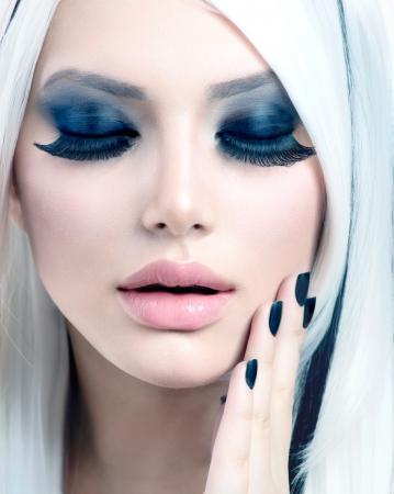 Beauty Fashion Girl black and white style  Smoky Eyes Makeup