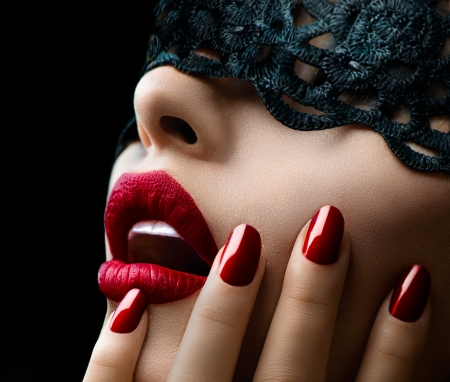 Photo pour Beautiful Woman with Black Lace mask over her Eyes  - image libre de droit