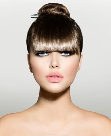 Photo pour Fringe  Fashion Model Girl With Trendy Hairstyle  - image libre de droit