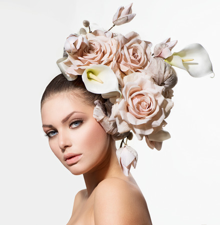 Photo pour Fashion Beauty Girl with Flowers Hair  Bride  Creative Hairstyle  - image libre de droit