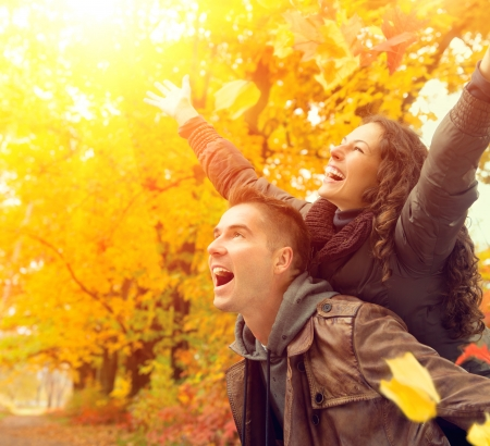 Foto de Happy Couple in Autumn Park  Fall  Family Having Fun Outdoors  - Imagen libre de derechos
