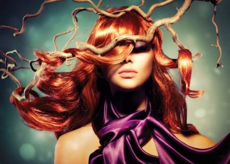 Foto de Fashion Model Woman Portrait with Long Curly Red Hair - Imagen libre de derechos