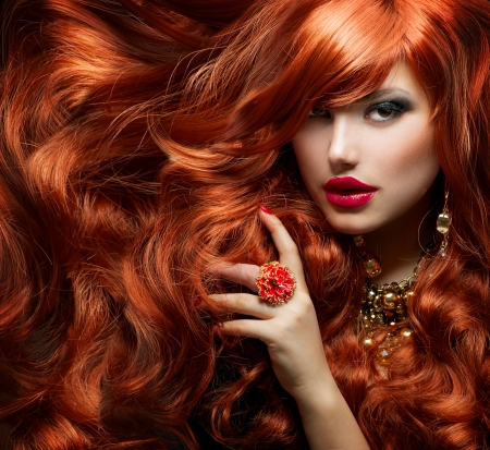 Foto de Long Curly Red Hair  Fashion Woman Portrait  - Imagen libre de derechos