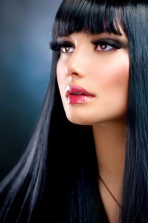 Photo pour Beautiful Brunette Girl  Healthy Long Black Hair  - image libre de droit