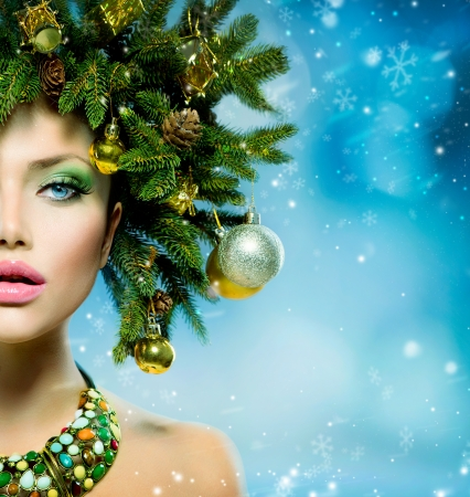 Photo pour Christmas Woman  Christmas Tree Holiday Hairstyle and Make up  - image libre de droit