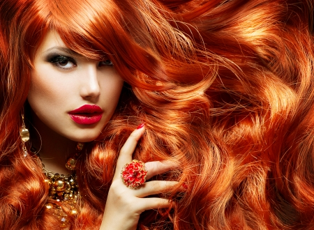 Photo pour Long Curly Red Hair  Fashion Woman Portrait  - image libre de droit