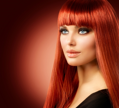 Foto de Beauty Model Woman with Long Straight Red Hair  - Imagen libre de derechos