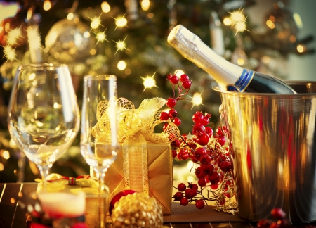 Photo pour Christmas And New Year Holiday Table Setting  Celebration - image libre de droit