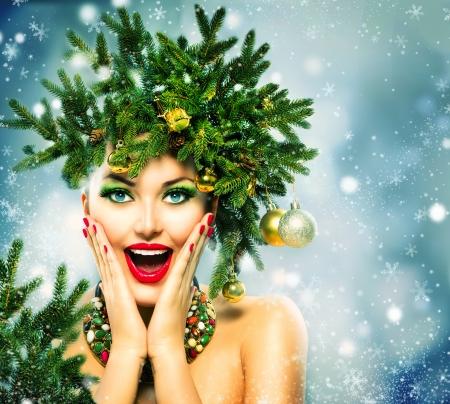 Foto de Christmas Woman  Christmas Holiday Hairstyle and Makeup - Imagen libre de derechos