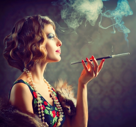 Photo pour Retro Woman Portrait  Smoking Lady with Mouthpiece - image libre de droit