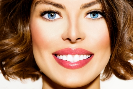 Photo pour Teeth Whitening  Beautiful Smiling Young Woman Portrait closeup - image libre de droit
