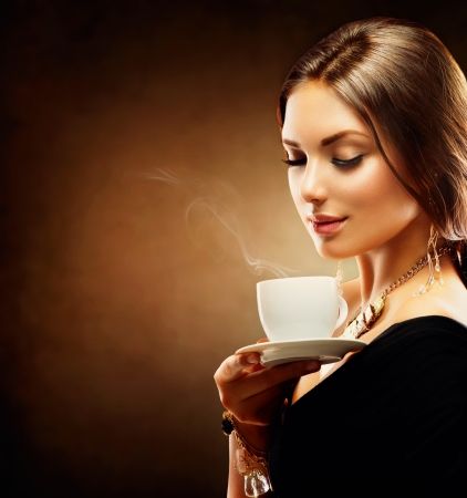 Foto de Coffee  Beautiful Girl Drinking Tea or Coffee - Imagen libre de derechos