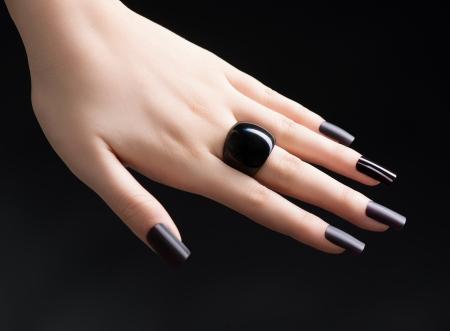 Photo pour Manicured Nail with Black Matte Nail Polish  Fashion Manicure - image libre de droit