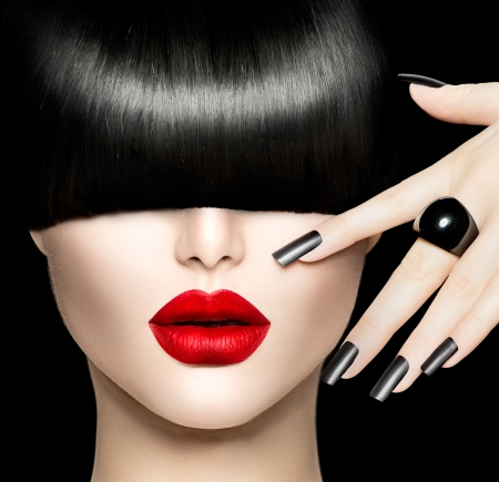 Foto de Beauty Girl Portrait with Trendy Hair style, Makeup and Manicure - Imagen libre de derechos