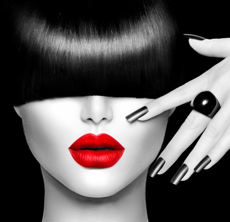 Photo pour Fashion Model Girl with Trendy Hairstyle, Makeup and Manicure - image libre de droit