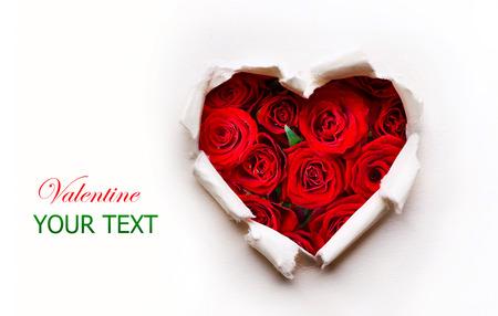 Photo pour Paper Valentines Heart with Red Rose Flowers Bouquet - image libre de droit