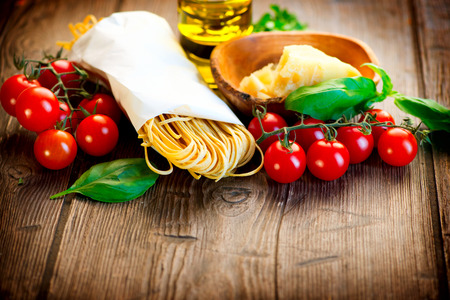 Foto de Pasta  Italian Homemade Spaghetti with Parmesan and tomatoes - Imagen libre de derechos