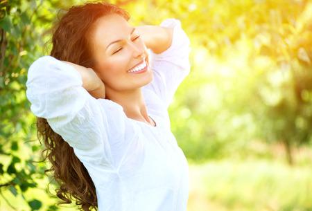 Foto de Beautiful Young Woman Outdoor  Enjoy Nature - Imagen libre de derechos
