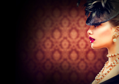 Photo pour Retro Woman  Vintage Styled Girl with Retro Hairstyle and Makeup - image libre de droit