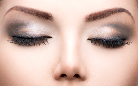 Photo pour Beauty eyes makeup closeup  Long eyelashes, perfect skin - image libre de droit