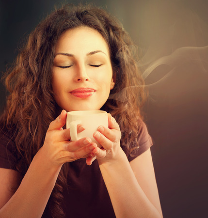 Foto für Beauty Woman With Cup of Coffee or Tea - Lizenzfreies Bild
