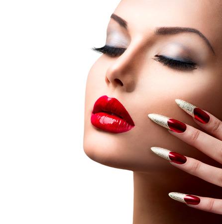 Photo pour Fashion Beauty Model Girl  Manicure and Make-up - image libre de droit