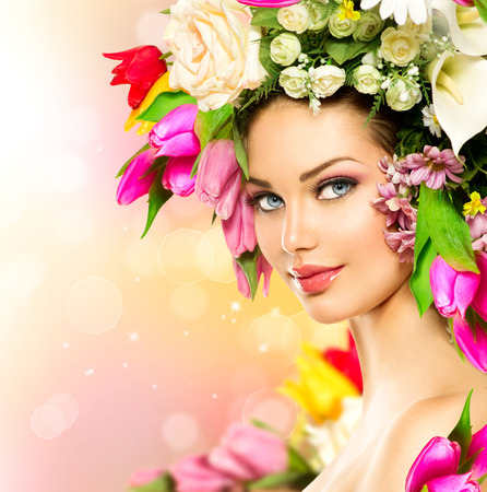 Photo pour Beauty Spring Girl with Flowers Hair Style - image libre de droit