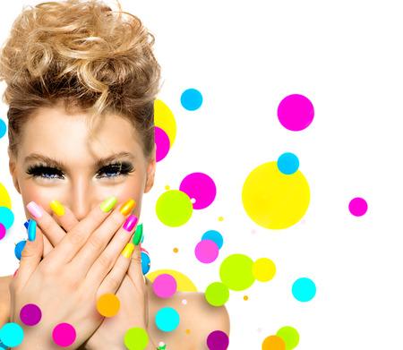 Foto de Beauty girl with colorful makeup, nail polish and accessories - Imagen libre de derechos