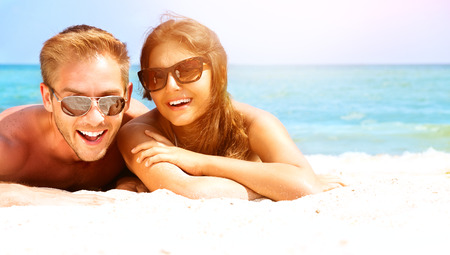 Photo pour Happy Couple in Sunglasses Having Fun on the Beach  Summer - image libre de droit