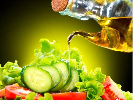 Foto de Healthy Vegetable Salad with Olive Oil Dressing - Imagen libre de derechos