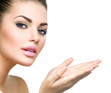 Photo pour Beautiful Young Woman with Clean Fresh Skin - image libre de droit