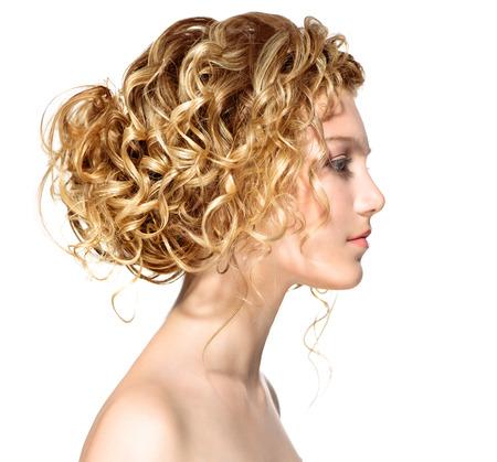 Photo pour Beauty girl with blonde permed hair - image libre de droit