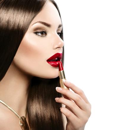 Photo pour Beautiful sexy model applying red lipstick - image libre de droit