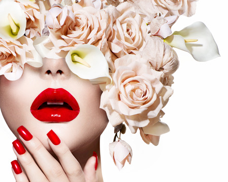 Photo pour Fashion sexy woman  Vogue style model girl face with roses - image libre de droit