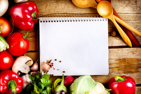 Photo pour Organic Vegetables and Spices on a Wooden Background - image libre de droit