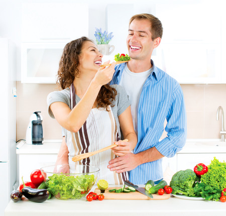 Photo pour Happy Couple Cooking Together. Vegetable Salad. Dieting - image libre de droit
