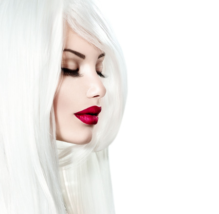 Photo pour Portrait of beauty model girl with white hair and red lipstick - image libre de droit